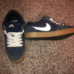Nike skate shoes size 7. Navy blue canvas suede